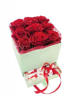 """Цветы в коробке """"Вот это сюрприз!"""""""